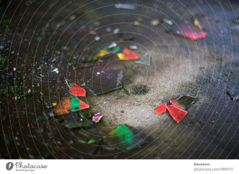 !trash! 2013 | scherben zum glück. Industrieanlage Fabrik Ruine Fenster Straße Wege & Pfade Scherbe Beton Glas Graffiti fallen glänzend liegen eckig kaputt
