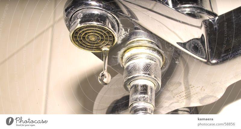 Kalki mit Tropfen Wasser Wassertropfen Bad Reinigen Wasserhahn