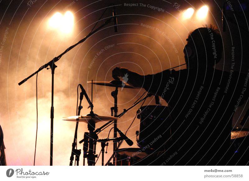 I am the drummer Mann Freude Einsamkeit Stimmung Musik Kunst Feste & Feiern Rücken Nebel Kabel Kultur Schnur Konzert Rockmusik Bühne Publikum