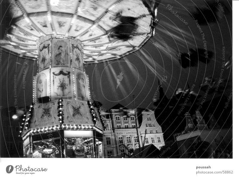 Flying High Karussell Kettenkarussell Jahrmarkt Rostock Nacht Freude Bewegung fliegen