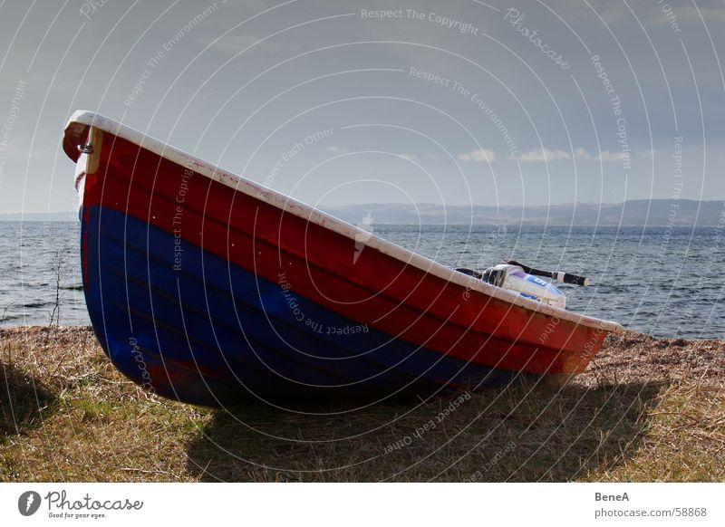 Das Boot Wasserfahrzeug Fischerboot Meer See Küste Jolle Angeln rot Strand Oberkörper Schiffsrumpf Fischereiwirtschaft Holz Arbeit & Erwerbstätigkeit