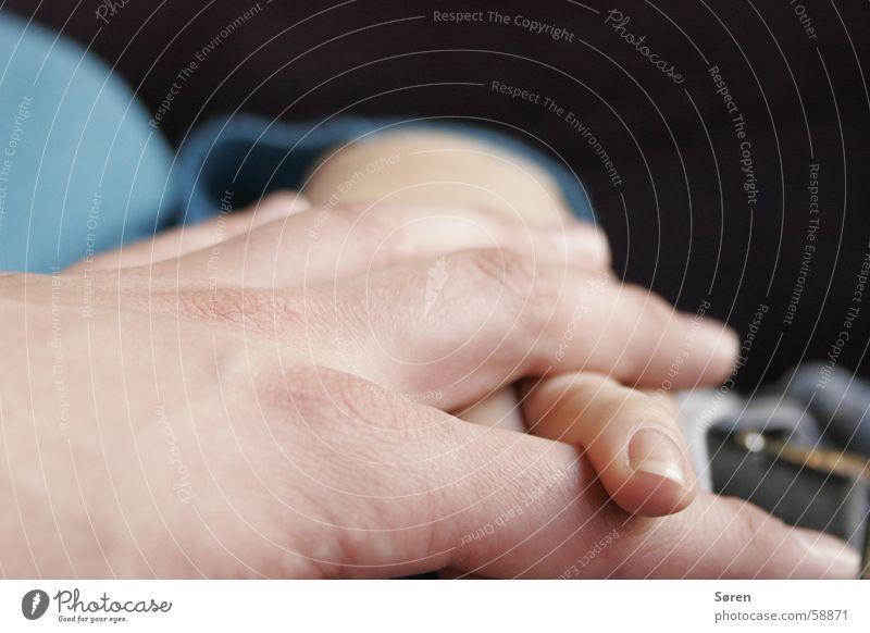 Traute Zweisamkeit.. Hand Liebe Gefühle Paar Zusammensein Finger genießen Wohlgefühl Fingernagel Treue Verbundenheit