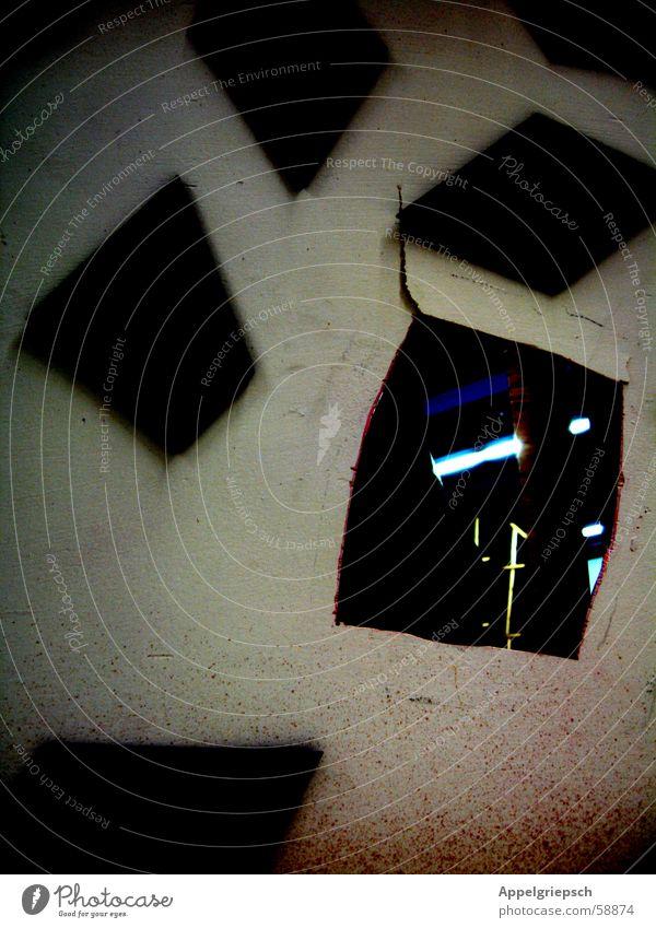 Guckloch weiß blau schwarz Fenster Fleck Riss