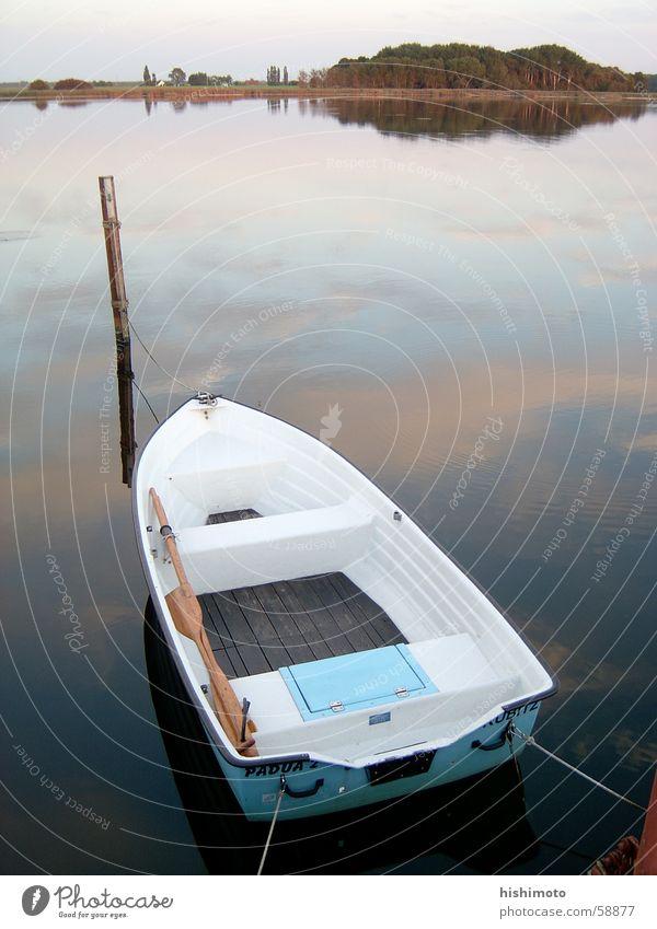 Stille Wasser ... Himmel Meer ruhig See Wasserfahrzeug offen Sehnsucht Pfosten Rügen Ehrlichkeit Ruderboot Chance möglich Gelegenheit