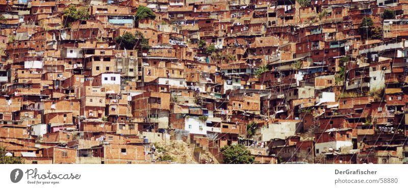 Verkehrsberuhigte Zone in Caracas Stadt Einsamkeit Haus Arme Wohnung Armut Häusliches Leben Dach Hütte Gesellschaft (Soziologie) Amerika eng verloren anonym