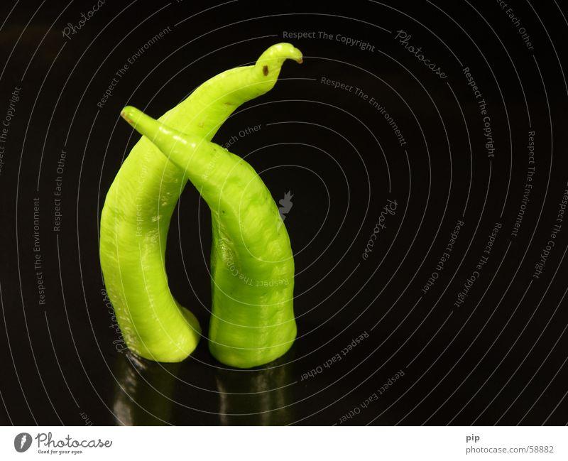 OSX Greenhorn gegen Paprika Gesundheit Vitamin grün giftgrün krumm 2 Zusammensein nah schwarz Richtung Ernährung Gemüse Dekoration & Verzierung copyspace