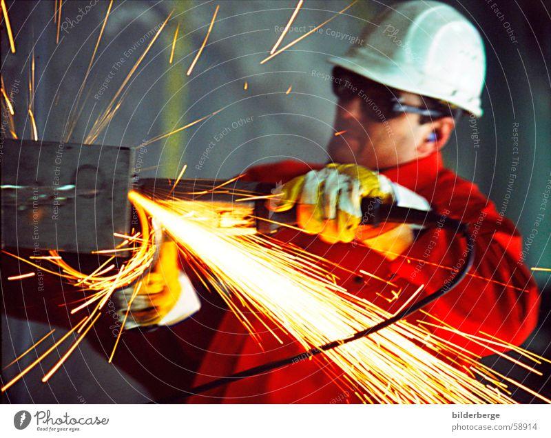 Flexen - 4 rot gelb Arbeit & Erwerbstätigkeit Maschine Metall Brand Industrie Produktion Handwerk Mensch Mitarbeiter Helm Gewerbe Funken Schrott