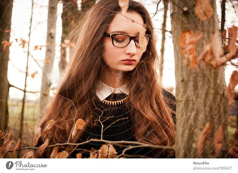 Publish my love. Mensch Frau Kind Jugendliche Einsamkeit Junge Frau 18-30 Jahre Erwachsene Leben Traurigkeit Gefühle feminin Mode Stimmung 13-18 Jahre