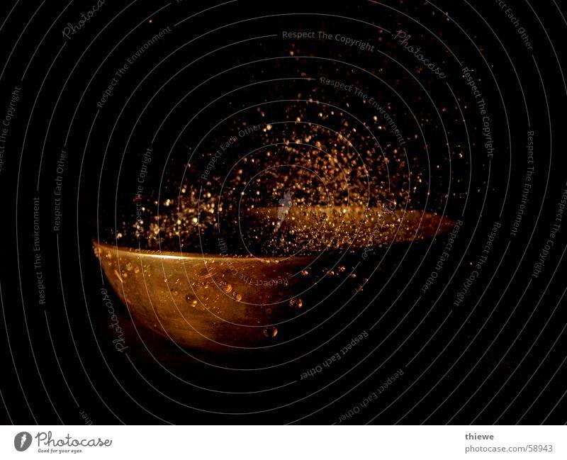 Schwingschale (2) spritzig Licht Leben stagnierend Zeit Schalen & Schüsseln gold Wassertropfen spritzen Schatten Vor dunklem Hintergrund Kraft beruihgend