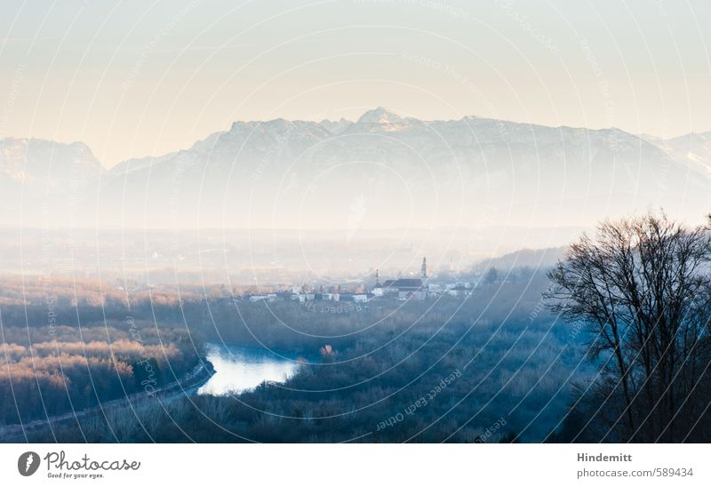 Weiten Berge u. Gebirge Natur Landschaft Himmel Wolkenloser Himmel Winter Klimawandel Schönes Wetter Baum Wald Urwald Hügel Alpen Gipfel Schneebedeckte Gipfel