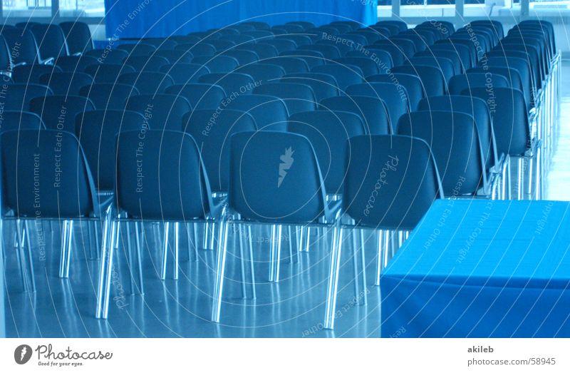 Bademeister-Ehrung blau leer Platz Stuhl Sitzung Statue Reihe Versammlung