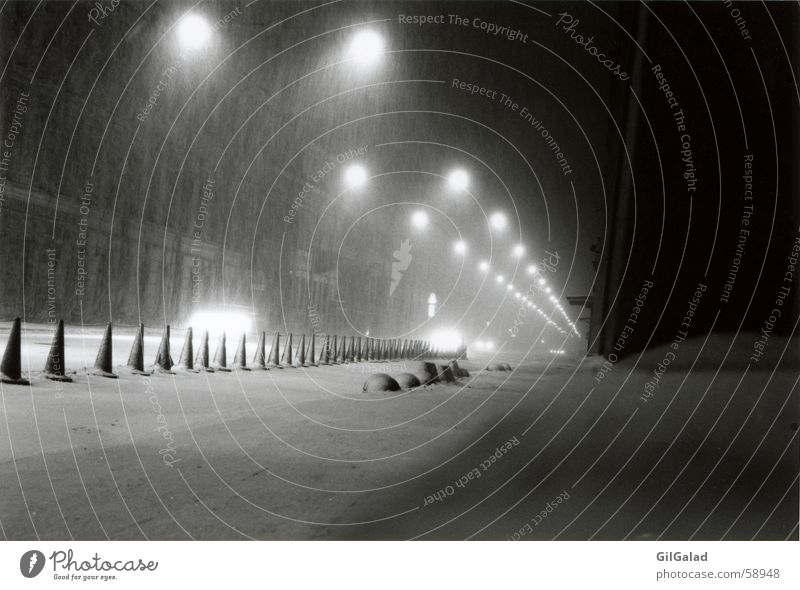 verschneites St. Petersburg Stadt weiß Haus schwarz Winter dunkel kalt Straße Schnee Wege & Pfade Architektur Lampe Schneefall Fassade PKW Stadtzentrum
