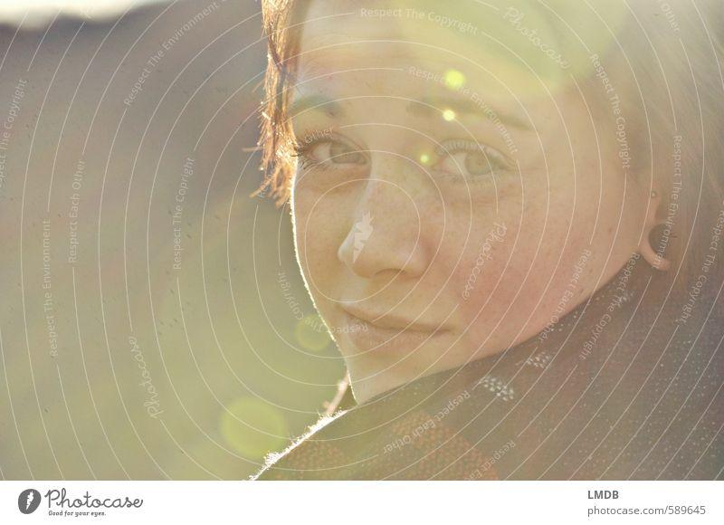Schwester ^1 feminin Junge Frau Jugendliche Haare & Frisuren Gesicht Auge Nase Mund Mensch 13-18 Jahre Kind Ohrringe brünett kurzhaarig Hoffnung Blendenfleck