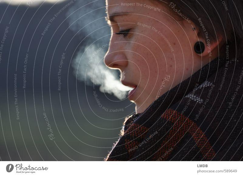 Schwester ^2 feminin Junge Frau Jugendliche Gesicht Auge Ohr Nase Mund 1 Mensch 13-18 Jahre Kind Jugendkultur Laster Rauch rauchend Zigarettenrauch Atem atmen