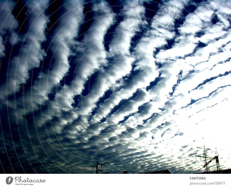Ein Montag Morgen Natur Wasser Himmel Wolken dunkel Regen Wellen Wetter fliegen Industriefotografie Unwetter Kran