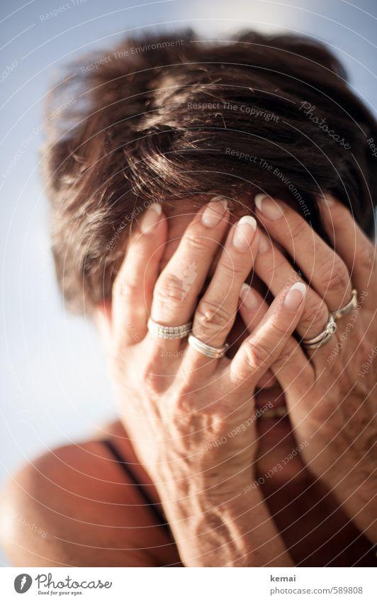 Lachen ist gesund Mensch Frau Hand Freude Erwachsene Gefühle Senior feminin Haare & Frisuren lachen hell 60 und älter 45-60 Jahre Fröhlichkeit Finger Lebensfreude