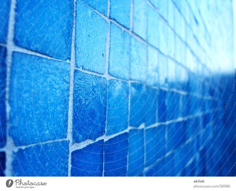 Mosaik (2) hell-blau Außenaufnahme Wand glänzend Quadrat Reflexion & Spiegelung Handwerk Fliesen u. Kacheln Coolness Nahaufnahme Strukturen & Formen Perspektive