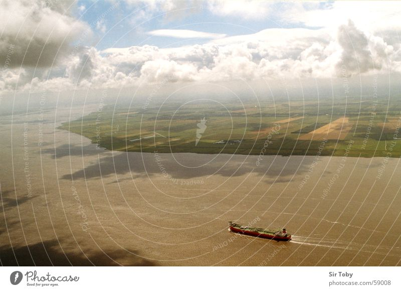 elbüberflug Himmel Wasser Wolken Ferne Landschaft Wasserfahrzeug Feld Horizont Nebel Fluss Schifffahrt Luftaufnahme Elbe Schleswig-Holstein Wolkenhimmel