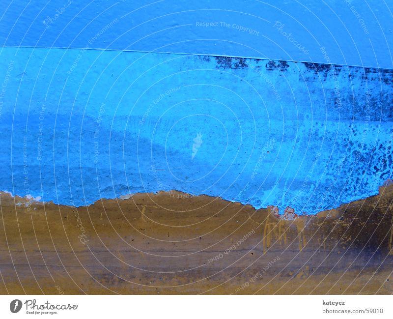 abgeblättertes Schiffsdetail Wasserfahrzeug kratzig Kratzer alt gebraucht Metall Farbe blau Detailaufnahme metell ranzig trashig