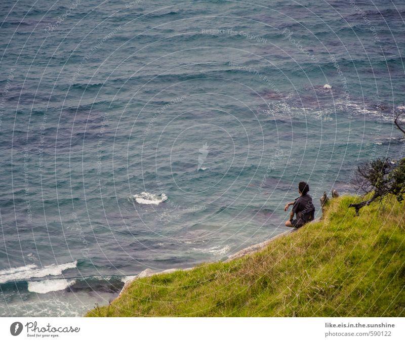 tag am meer Jugendliche Mann Sommer Meer Erholung Landschaft ruhig Ferne Junger Mann Erwachsene Leben Gras Küste Freiheit maskulin Wellen