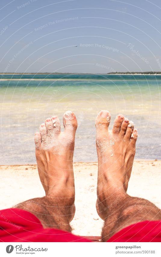 Füße hochlegen Ferien & Urlaub & Reisen Sommer Erholung Meer Strand Beine Schwimmen & Baden See Fuß liegen maskulin Tourismus Insel lesen Wellness Sonnenbad