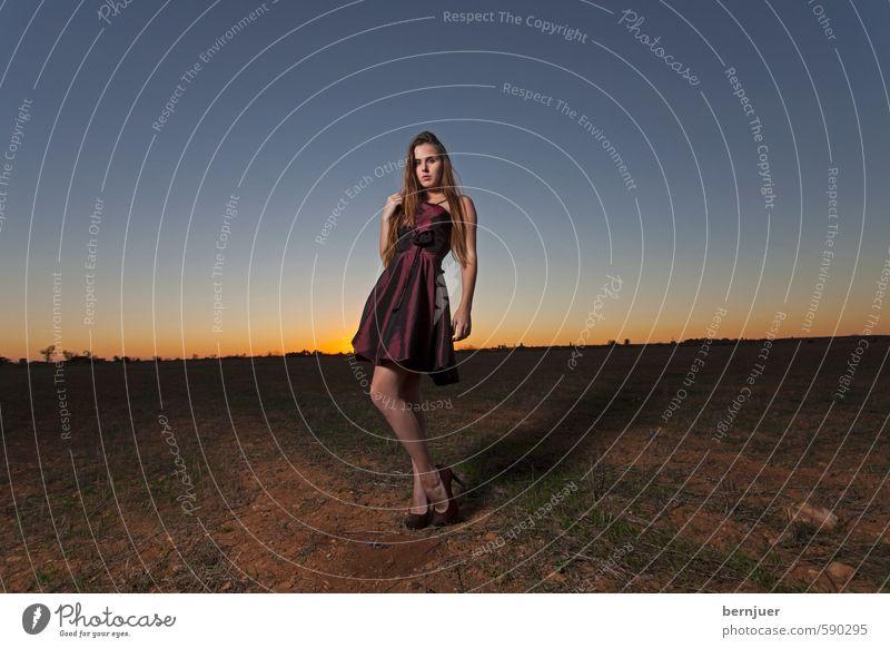 Farmer's Daughter Mensch Frau Jugendliche blau schön Sommer Einsamkeit Junge Frau Mädchen Freude 18-30 Jahre kalt Erwachsene Gefühle feminin Stil
