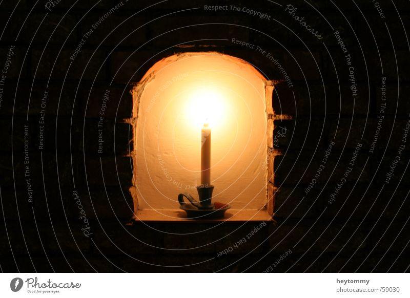 Wenn das Denken einsam macht.. Kerze Licht Mauer Wand dunkel Einsamkeit Langzeitbelichtung Belichtung zentral ruhig Pause aufgehen Kerzenständer Bogen Hoffnung