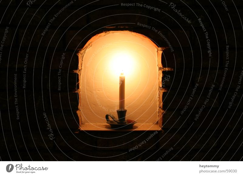 Wenn das Denken einsam macht.. ruhig Einsamkeit Ferne dunkel Wand Tod Mauer Lampe hell Religion & Glaube geschlossen planen Perspektive Zukunft trist Pause