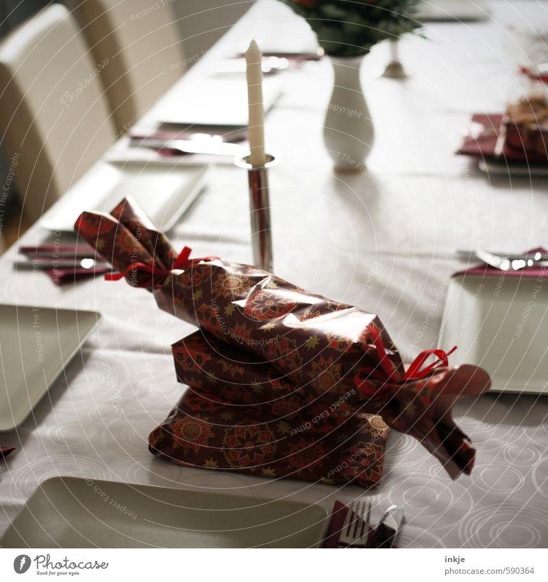 es weihnachtet schön Weihnachten & Advent rot Gefühle Feste & Feiern Stimmung Raum Häusliches Leben Dekoration & Verzierung Ernährung Geschenk Neugier Kerze Geschirr Tradition Teller