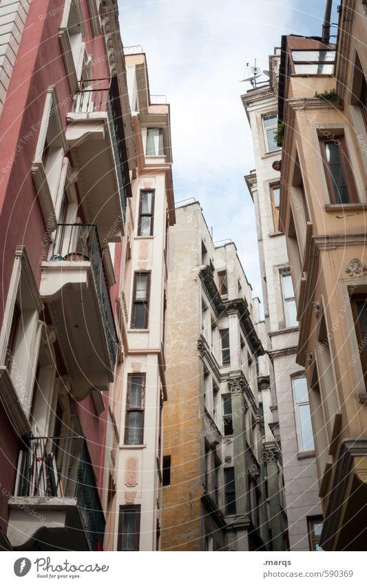 Canyon Wohnung Mehrfamilienhaus Himmel Wolken Istanbul Türkei Stadt Stadtzentrum überbevölkert Haus Gebäude Architektur Fassade Fenster Häusliches Leben alt