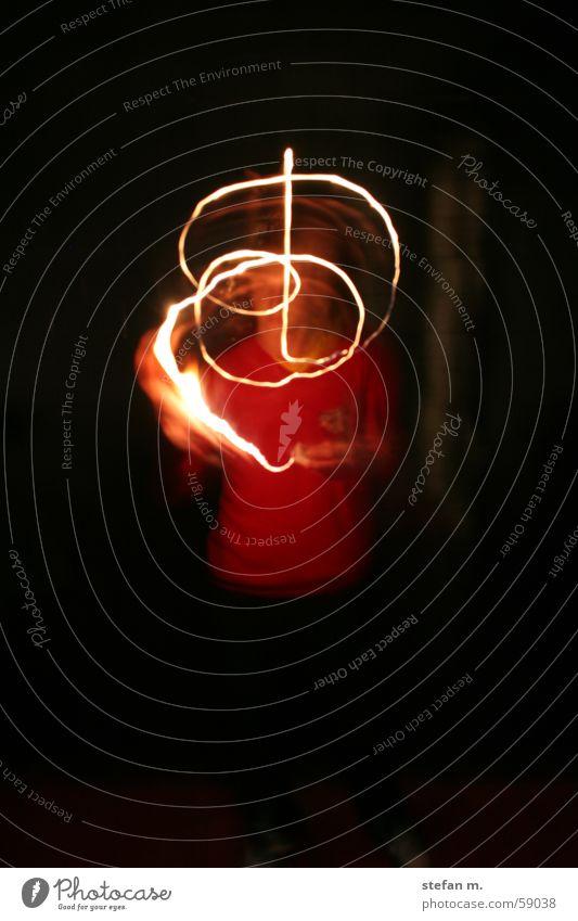 light into the dark Licht Streichholz Brand dunkel Langzeitbelichtung Flamme