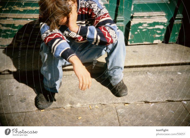 am arsch Sonne Erholung Tür schlafen sitzen Bodenbelag Müdigkeit fertig Halbschlaf