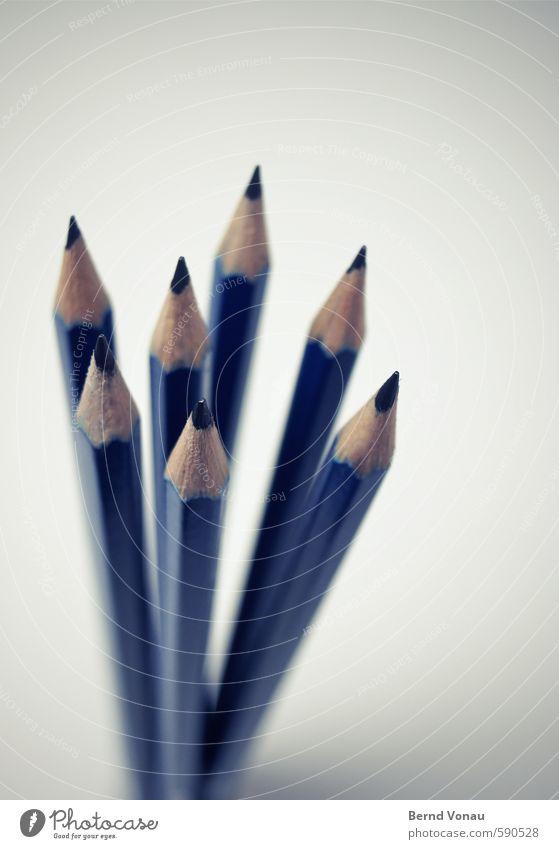 Neuer Anfang Schreibstift frisch hell positiv blau grau schwarz weiß Beginn Bleistift 7 mehrere Büro Kreativität Spitze Scharfer Gegenstand neu Werkzeug