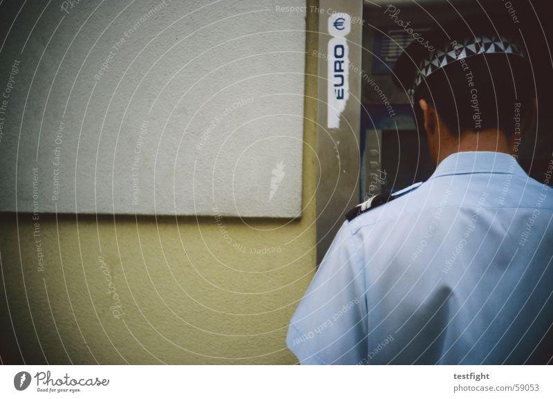 bulle von hinten Wand Mauer Tür Eingang Kontrolle Polizist Euro Portugal Uniform