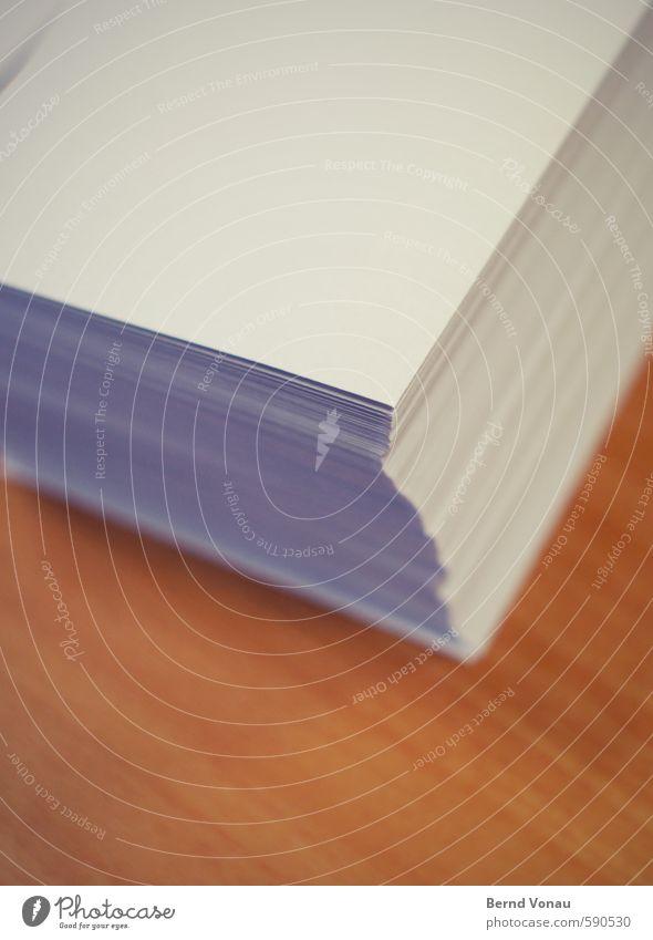 Postausgang II weiß grau braun Büro Ordnung Kommunizieren Ecke Sauberkeit Papier schreiben Tradition Schreibtisch Stapel Holztisch Versand