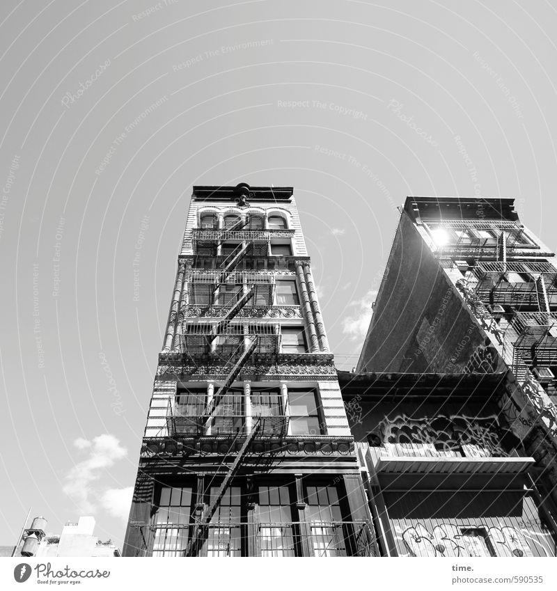 Erstes 2014 | Sunny Side Up alt Stadt Haus Ferne Fenster Wand Gebäude Mauer Architektur Fassade Treppe Hochhaus Ordnung ästhetisch Vergänglichkeit historisch