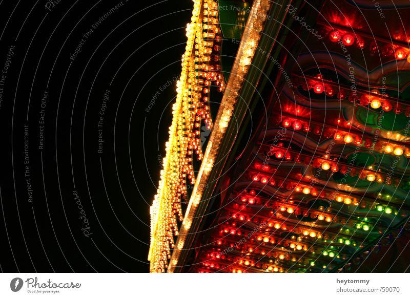 Welche Farbe hat der Spaß? dunkel Lampe Glühbirne Vergnügungspark Licht rot grün gelb Dach Aachen Freizeit & Hobby tief Nacht schwarz Vordach Leuchtstoff