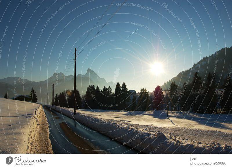 grubenstrasse Wasser schön Himmel weiß Baum Sonne blau gelb Straße Schnee Berge u. Gebirge Stimmung nass Aussicht Tee Strommast