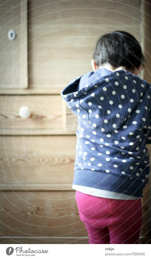Geheimnis Lifestyle Freizeit & Hobby Spielen Möbel Kleinkind Mädchen Kindheit Leben Rücken 1 Mensch 1-3 Jahre Strumpfhose Kapuzenpullover Punktmuster Blick