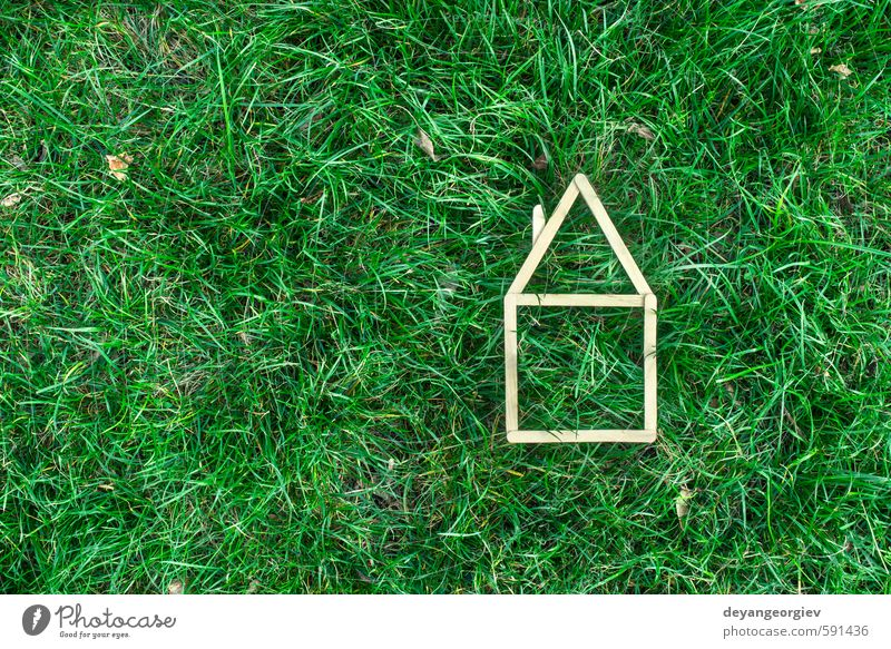 Modellhaus aus Holzstab Haus Garten Business Natur Herbst Gras Gebäude Architektur träumen authentisch klein Sauberkeit grün weiß Hintergrund Entwurf