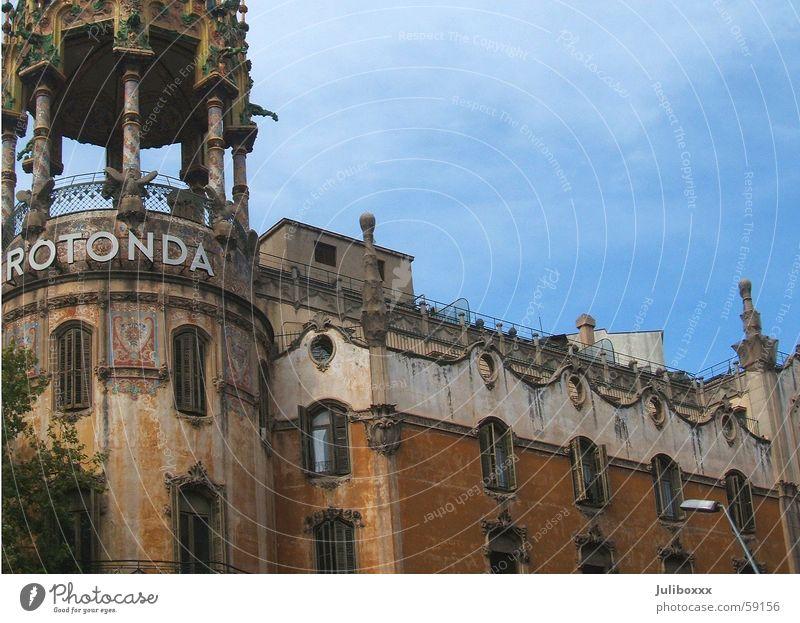 Rotonda alt Haus Straße Farbe Fenster Gebäude braun Fassade Turm Spanien Barcelona Blauer Himmel Villa Ocker Katalonien Rotunde