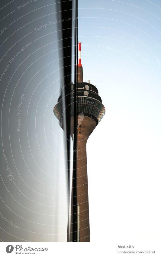 Rheinturm Düsseldorf Medienhafen Spiegel Hälfte Ladengeschäft Datenübertragung Antenne Bauwerk Turm Arbeit & Erwerbstätigkeit spieglung hoch Himmel Aussicht