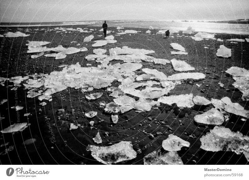 ice on the beach - sex on the rocks Strand Schnellzug Eisberg Himmel Meer See gehen stehen Vulkanstrand Island Gletschereis Lagune Wellen schäumen Gischt Licht