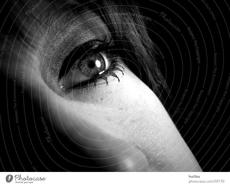 was siehst du? schwarz weiß Licht Wimpern Frau träumen Schminke Wimperntusche Auge Gesicht Haare & Frisuren Nase Schatten Blick