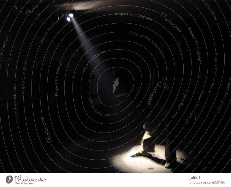 let's dance Licht schwarz Bühnenbeleuchtung Tanzen Scheinwerfer Fuß Mensch