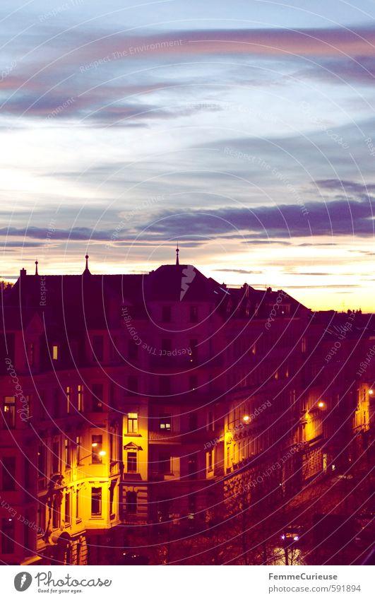Abendstimmung. :) Himmel Stadt Haus Straße Beleuchtung Horizont Stimmung PKW Häusliches Leben Zufriedenheit Aussicht Dach Straßenbeleuchtung Sehnsucht Balkon