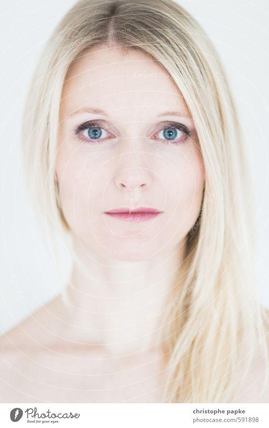 Aus-Blick auf 2014 Mensch Frau Jugendliche schön Junge Frau 18-30 Jahre Gesicht Erwachsene Auge feminin blond Mund Nase Lippen Schminke langhaarig