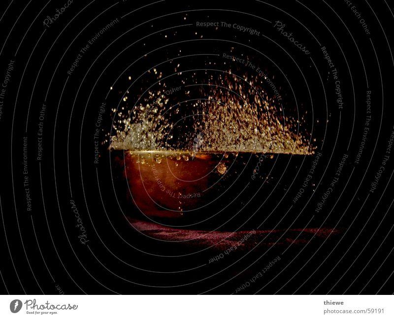 Schwingschale (3) Wasser dunkel Wassertropfen Zeit stagnierend