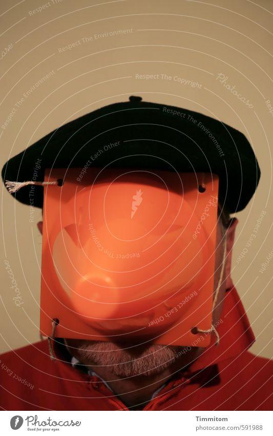 self   mit Baskenmütze. Männlicher Senior Mann Leben 1 Mensch Mütze Blick orange rot schwarz Gefühle Schutz Schnur Verkehrsleitkegel Kopf Selbstportrait