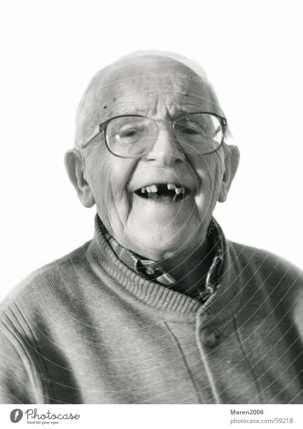Opa's 95ster Porträt Mann Brille Lebensfreude Senior Glatze Gesicht Mensch lachen lustig Freude Zähne Schwarzweißfoto Männergesicht Gute Laune Fröhlichkeit